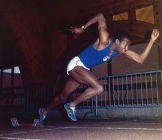 Roger Bambuck (FRA). Único francés poseedor del récord en del mundo en 100 m.l. Logrado en  Sacramento, EEUU en junio de 1968 con 10,0 s. Quinto en la final de México '68. Bronce olímpico en 4x100. Récord europeo en 200 lisos con 20,4 s logrado en 1967. Dos oros (200 ml y 4x100) en el Europeo de Budapest'66 y una plata en 100ml. Ochos veces en campeonato nacional francés (1965,66,67,68 en 100 y 200ml).