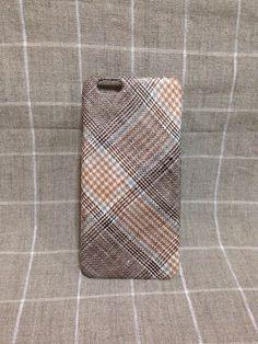 リネン100%の生地を貼り、ありそうでなかったシンプルで存在感あるiPhoneケースを作製しました。年代性別を問わずお使い頂けるデザインです。リネン特有の涼し...|ハンドメイド、手作り、手仕事品の通販・販売・購入ならCreema。