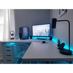 A very cool looking setup, and in more than one way! I'm really, really digging the colour. B