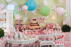 Um tema elegante e chique para uma festa é o Patisserie, inspirando nas doceriasparisienses com vários cupcakes,bolos e sorvetes, pode ser usado em todas as idades, desde festas de 1 aninho até de adultos, pois é realmente lindo! Com as coresrosa, azul, verde e amarelo em tons claros a sua festa será um sucesso! NoMore