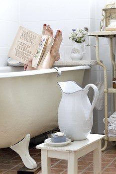A simple pleasure would be to relax in a nice hot tub with a good book. I Love Books, Good Books, Entspannendes Bad, Decoration Inspiration, Bathroom Inspiration, Decor Ideas, We Are The World, A Perfect Day, Perfect Place