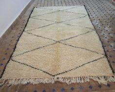 Marokkansk Beni Ourain teppe. Ref. 06 | Kjøp våre skinnpuffer, håndlaget i Marokko. Nettbutikk