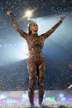 Beyonce Was a Chic Disco Ball of Bling at the 'Lion King' Premiere Beyonce Knowles Carter, Beyonce And Jay Z, Beyonce Pics, Beyonce Music, Divas, Nicki Minaj, Beyonce Performance, Queen Bee Beyonce, Beyonce Beyhive