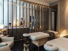 On the sixty-ninth floor of the tallest skyscraper in a Chinese manufacturing hub, you can be the recipient of a 150-minute signature treatment, Flowers of the Four Seasons, incorporating lotus blossoms, Chinese rose, peony, and mu mian (an indigenous bloom) during a footbath, full-body scrub, face-and-body mask, and massage. After, recline on the loungers and enjoy the cityscape. #spa #flyideas
