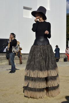 30b511201af0 Fotos street style Paris Fashion Week  Ulyana Sergeenko Diseño Textil