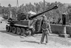 An extra 11 were sabotaged the same day in Giulianello and Valmontone because of petrol shortage, engine breakdown, transmission failure, broken track links... Pictures took on 28 May 1944.