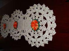 caminho de mesa de crochê com barbante 2