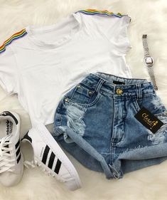 A imagem pode conter: shorts Teenage Outfits, Teen Fashion Outfits, Outfits For Teens, Girl Outfits, Travel Outfits, Fashion Tips, Cute Casual Outfits, Cute Summer Outfits, Stylish Outfits