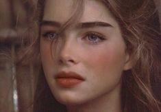 i wish i had eyebrows like brooke shields Brooke Shields Jovem, Brooke Shields Young, Brooke Shields Pretty Baby, Vaquera Sexy, Bushy Eyebrows, Eye Brows, Shape Eyebrows, Bold Brows, Thick Eyebrows