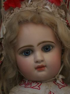 Rare to find 19 ( 49 cm ) unusual bisque doll by Jumeau .... mark ; R 8 R .... attribute by Jumeau factory 1890 special produced for on mystery French