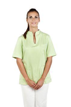 Estefanía Oliver forma parte del equipo de auxiliares de clínica.