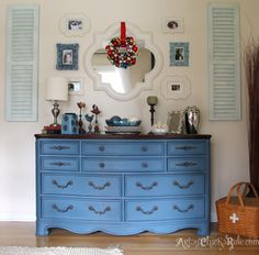 Holiday Home Tour-Pt How to Decorate Big on a Budget! – Home Office Design On A Budget Diy Furniture Fix, Chalk Paint Furniture, Furniture Projects, Furniture Making, Furniture Makeover, Dresser Makeovers, Dresser Ideas, Desk Makeover, Diy Projects