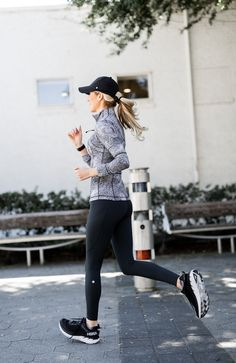 Shopstyle Lululemon - why I love to run and favorite running leggings - Why I run & favorite lululemon leggings Source by krystalschlegel - Cute Workout Outfits, Fitness Outfits, Workout Attire, Workout Wear, Fitness Fashion, Winter Workout Outfit, Fitness Wear, Workout Tanks, Workout Shorts