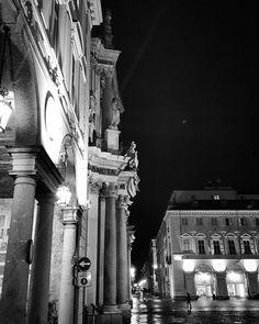 #Torino #Turin #urbansafari #seemycity #igerstorino #piazzaSanCarlo #vanishingpoint #night #lights #shadows