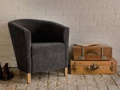 These lovely old leather suitcases have got us thinking about our Summer hols...  Where's everyone off to?   (don't make us too jealous!)