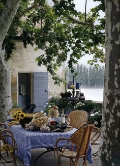 Country French outdoor dining