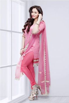 Stylish Girls Photos, Stylish Girl Pic, Indian Dresses, Indian Outfits, Ladies Suits Indian, Indian Girls, Embroidery Designs, Bollywood Fashion, Saree Fashion
