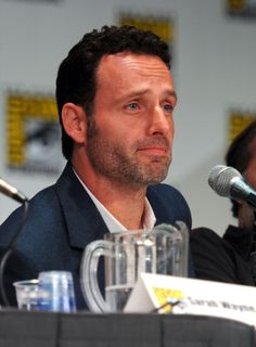 "Andrew Lincoln Photos - AMC's ""The Walking Dead"" Panel - Comic-Con 2011 - Zimbio"