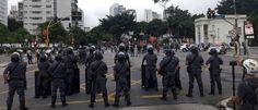 InfoNavWeb                       Informação, Notícias,Videos, Diversão, Games e Tecnologia.  : Fotógrafos são detidos após protesto contra reajus...