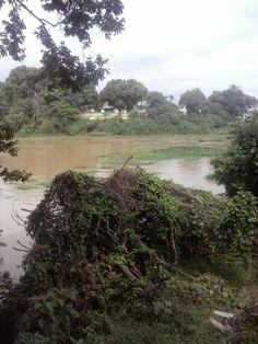 Rio Paraiba do Sul, cortando o centro da Cidade de Jacarei