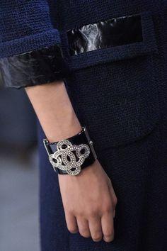 Chanel RTW pré-collection SS 2016 Making-off #Chanel #precollection2016 - Visit espritdegabrielle.com | L'héritage de Coco Chanel #espritdegabrielle