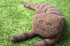 in 2 threads. Teddy Bear Knitting Pattern, Knitting Patterns, Cat Pillow, Ravelry, Free Pattern, Diy And Crafts, Dinosaur Stuffed Animal, Toys, Animals