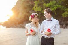 Costa Rica beach elopement: http://www.stylemepretty.com/2014/08/08/colorful-costa-rica-beach-elopement/ | Photography: http://www.chloemurdochphotography.com/