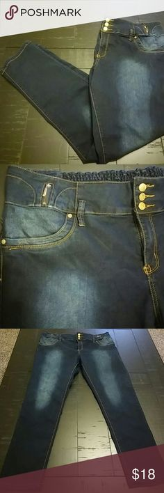 ⚡Flash sale⚡😍Cute Plus size Jeans😍 These jeans are deep blue lightweight denim, super stretchy with a little extra elasticity in the waistband. Really cute and Like New😍 vip Jeans Straight Leg