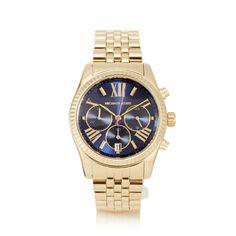 Im Chrono-Look, mit römischen Zahlen und Strichen auf dem dunkelblauen Zifferblatt. Goldfarben, mit Faltschließe am weitenverstellbaren Armband.