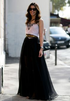 Paris Fashion Week Spring 2014 - black and white with gold accents Basic Fashion, Fashion Week, Fashion Trends, Style Fashion, Fashion 2015, Maxi Skirts For Women, Long Skirts, Look 2015, Inspiration Mode