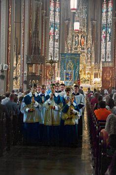 procissão, entrada, icrsp /  Corpus Christi procession /  Saint Francis de Sales Oratory - Saint Louis, Missouri.