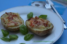 Becon and brie potato skins , slimming world recipes , Extra easy 2 , baking potatoes with bacon and brie Slimming World Dinners, Slimming World Recipes Syn Free, Slimming World Diet, Slimming Eats, Healthy Eating Recipes, Low Carb Recipes, Cooking Recipes, Healthy Dinners, Healthy Eats