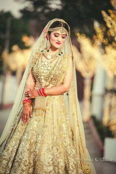Browse thousands of Indian Bridal Photography Poses on Happy Shappy. Here you can find Top Wedding Photography of lovely brides and grooms. Indian Bridal Outfits, Indian Bridal Lehenga, Indian Bridal Fashion, Indian Bridal Wear, Pakistani Bridal, Bridal Dresses, Gold Lehenga Bridal, Bride Indian, Sikh Bride