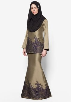 Baju Kurung Taffeta from SAWDAA BY MIZZ NINA in purple and gold_1