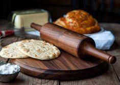 Chapati – painea cea mai sanatoasa Cooking Bread, Cooking Recipes, Healthy Recipes, Rye Bread, Chapati, Menu Restaurant, How To Make Bread, Rolling Pin, Foodies