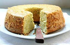 Courgette, ginger and lemon cake (original Portugese, translator button in sidebar) Cornbread, Banana Bread, Good Food, Food And Drink, Sweets, Healthy Recipes, Baking, Ethnic Recipes, Desserts