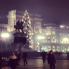 L'albero più bello  #milano #duomo #albero #christmastree #christmas #milanodavedere #buonalaprima by aliguidi