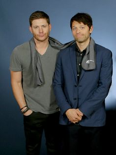 Jensen and Misha sharing a Random Acts scarf.  Vegascon 2016 Credit: http://partylikeits-1989.tumblr.com/post/141122203266