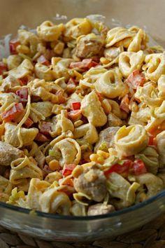 Kulinarne Inspiracje: Sałatka tortellini z kurczakiem i nutą curry Tortellini Salad, Pasta Salad, Fast Dinners, Easy Meals, Diet Recipes, Cooking Recipes, Chicken Recipes, Recipies, Good Food