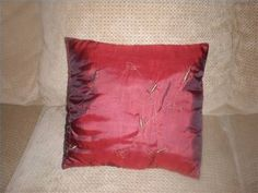 How to Recover Couch Pillows thumbnail