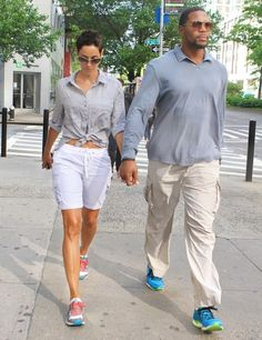 Easy Does It Michael Strahan and his fiancee Nicole Murphy were spotted taking a leisurely stroll on NYCs Upper West Side.