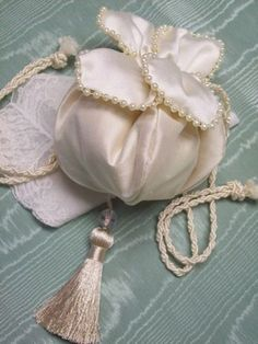 1914 Reproduction Tulip Petal Wedding Reticule - Purses - Roses And Teacups - 1 Beaded Purses, Beaded Bags, Victorian Hats, Victorian Fashion, Vintage Purses, Vintage Handbags, Potli Bags, Bridal Hat, Wedding Purse