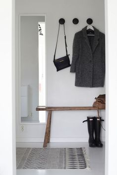 Awesome Scandinavian Inspired Entryway Decor Ideas - Page 12 of 46 Decoration Hall, Entryway Decor, Hallway Inspiration, Interior Inspiration, Design Inspiration, Scandinavian Furniture, Scandinavian Style, Scandinavian Bathroom, Halls