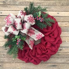 The Christmas countdown is just launched! Bring the magic of Christmas to your home! Because it is not always easy to imagine a Christmas decoration and holiday table consistent and really like you, deco. Burlap Wreaths For Front Door, Door Wreaths, Rustic Wreaths, Christmas Balls, Christmas Crafts, Christmas Ideas, Christmas Stuff, White Christmas, Vintage Christmas