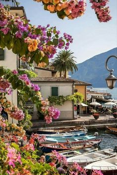 Limone is a picturesque place to stay and a good base for exploring and enjoying the lake Garda. Limone é um lugar pitoresco para ficar e um boa base para explorar o lago Garda [📸: Dream Vacations, Vacation Spots, Vacation Packages, Italy Vacation, Siena Toscana, Wonderful Places, Beautiful Places, Places To Travel, Places To Go
