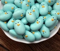Painted Rocks // How to Paint & 127+ AMAZING Rock Painting Ideas Hoppy Easter, Easter Eggs, Easter Food, Easter Chick, Easter Brunch, Easter Recipes, Easter Decor, Holiday Recipes, Holiday Crafts