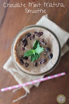 Vegan Chocolate Mint Matcha Smoothie from @IamRunner