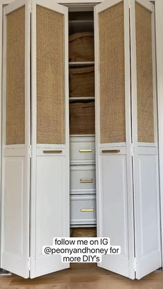 Furniture Projects, Home Projects, Diy Furniture, Diy Closet Doors, Modern Closet Doors, Closet Door Makeover, Diy Home Crafts, Diy Home Decor, Home Renovation