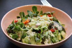 Zuurkoolsalade | Sauerkraut salad | Zuurkool | Sauerkraut | Paprika | Sweet pepper | Komkommer | Cucumber | Rode ui | Red onion | Groen | Green | Salade | Salad | Eten | Food | Gezond | Healthy | Dreambody transformation | De Levensstijl | Asja Tsachigova Lettuce, Cabbage, Salads, Vegetables, Food, Red Peppers, Salad, Veggie Food, Cabbages