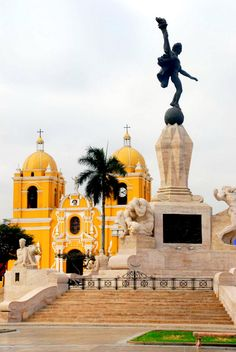 Travel Inspiration for Peru -Freedom Monument, Plaza de Armas, Trujillo (Peru) Machu Picchu, Beautiful World, Beautiful Places, Ecuador, Trujillo Peru, Places To Travel, Places To Visit, Site Archéologique, Uruguay